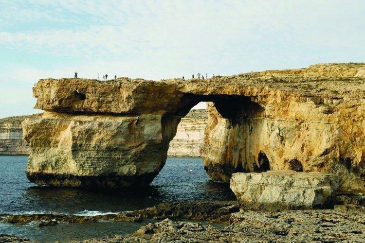 الشباك اللازوردي في جزيرة ماطا