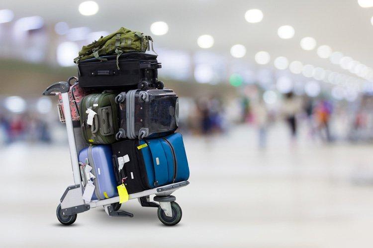 حقائب السفر في المطار
