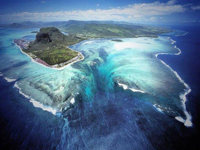 شلال تحت الماء في جزر موريشيوس