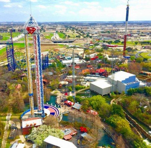 مدينة Six Flags الترفيهية