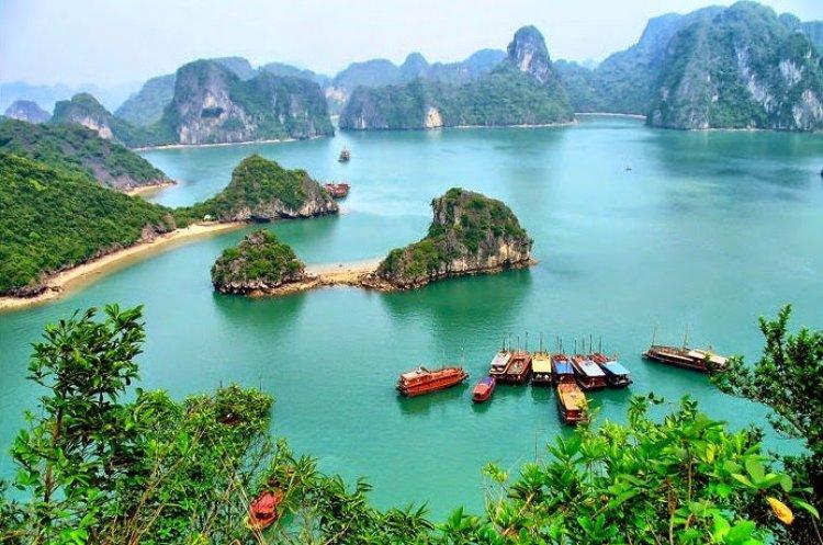 خليج هالونغ في فيتنام