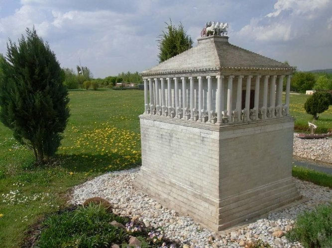 ضريح موسولوس