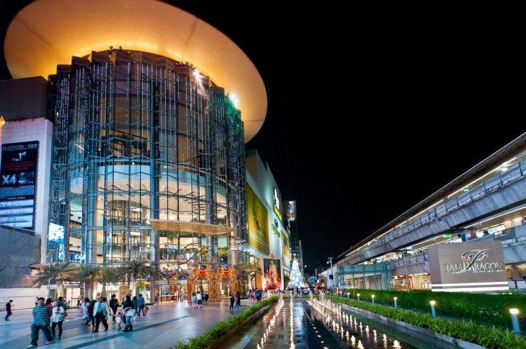 مول سيام باراجون يوجد في مدينة بانكوك