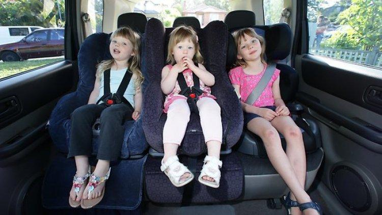 نصائح لتجهيز شنطة الطفل الذي يسافر لاول مرة بالطائرة