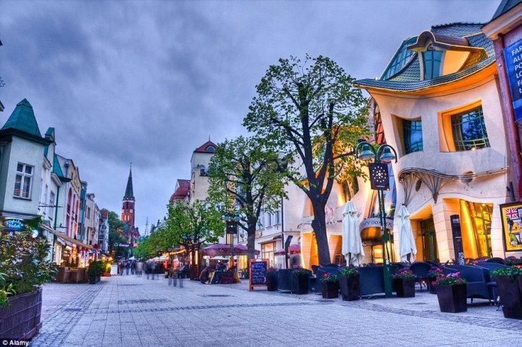 المبنى الأعوج في بولندا