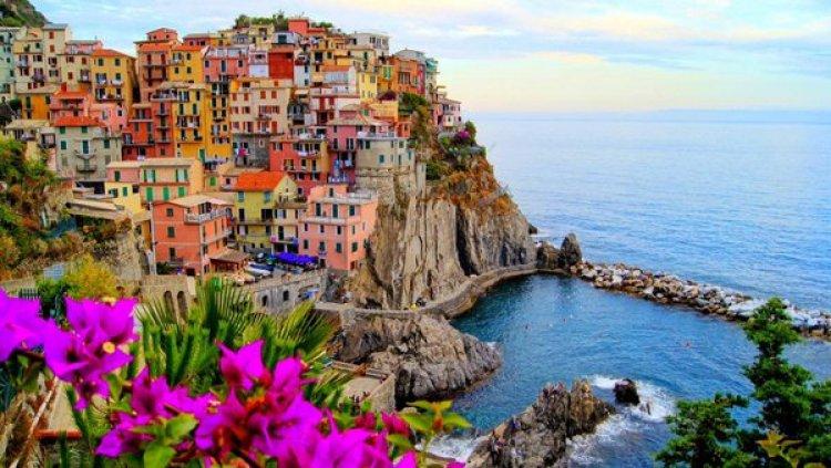 ايطاليا، مانارولا صباحا والوان الورد