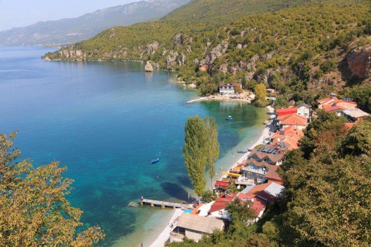 بحيرة أوخريد في مقدونيا