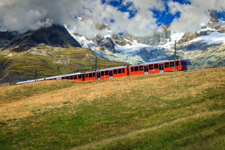 قطار مدينة زيرمات في سويسرا