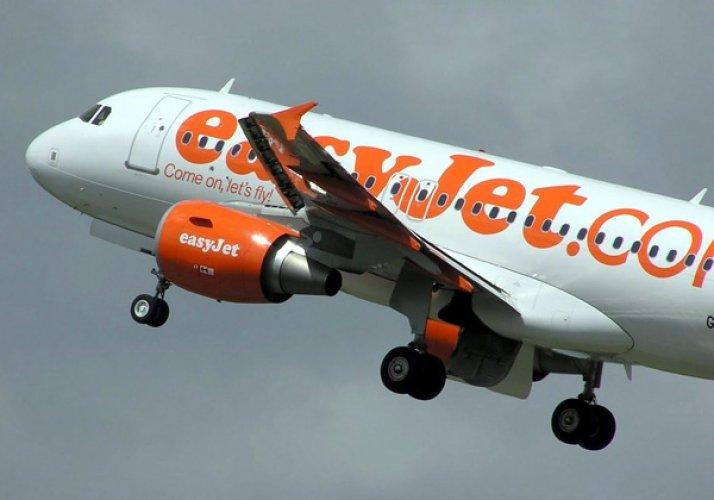 قائد طائرة بريطانية يطلب من الركاب اجراء قرعة ليقرر السفر من عدمة
