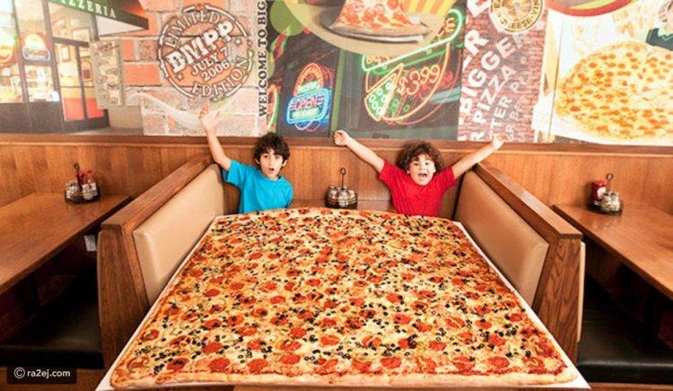 مطعم يقدم لزبائنه أكبر بيتزا في العالم ويدخل موسوعة غينيس