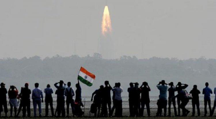 الهند تطلق أثقل قمر صناعي