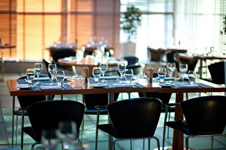 مطعم فندق هيلتون دبي كريك