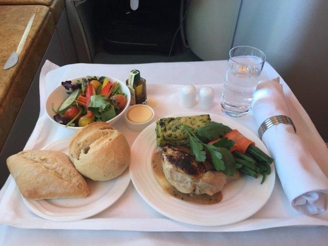 وجبة طعام على طائرة إيرباص