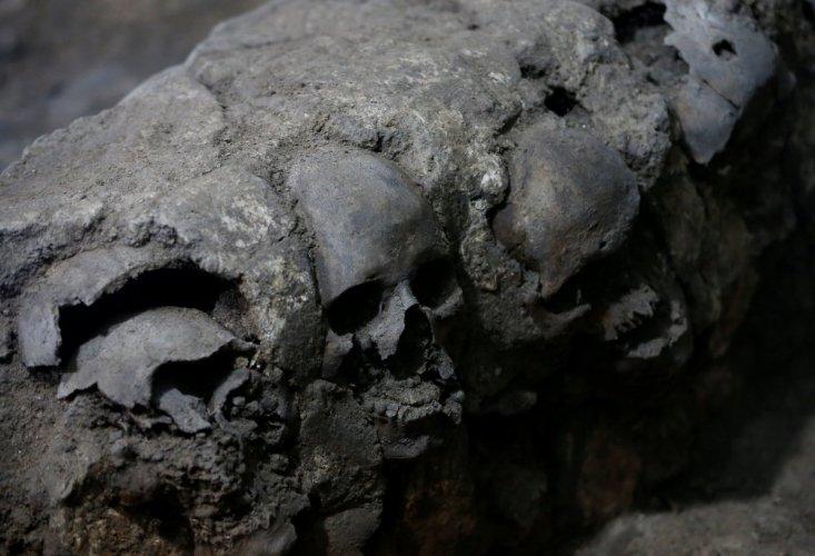 اكتشاف برج من الجماجم البشرية تحت الارض في المكسيك