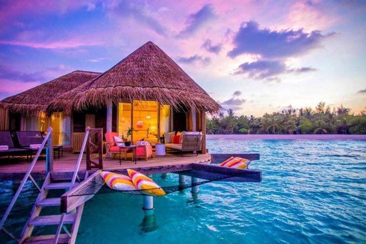 الغروب من منتجعات جزر المالديف