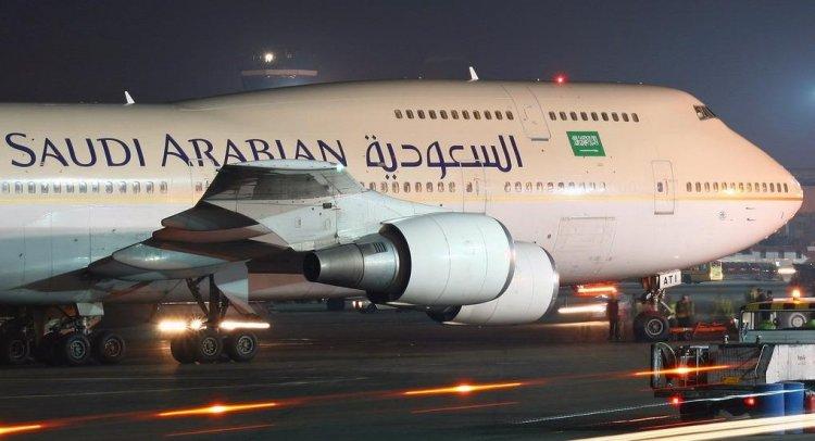 تحقيقات حول اصطدام طائرة سعودية بطائر كبير اثناء هبوطها