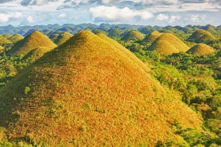 هضاب الشوكولاته في جزيرة (بوهو) الفلبين