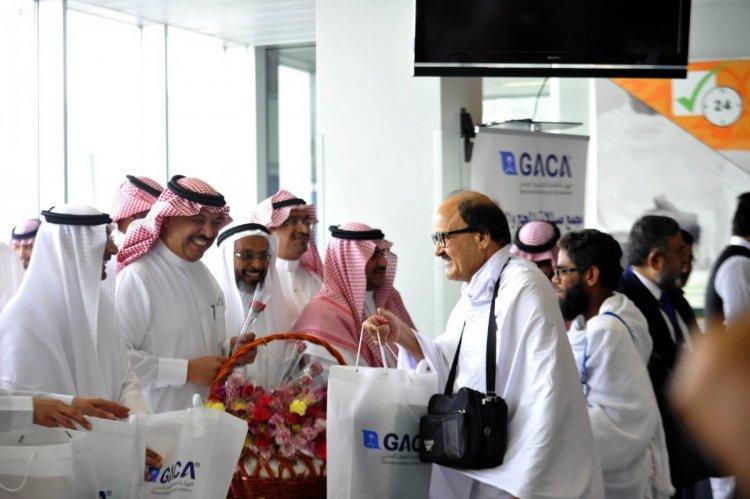 وصول اول رحلة حجاج لمطار الملك عبدالعزيز الدولي في جدة