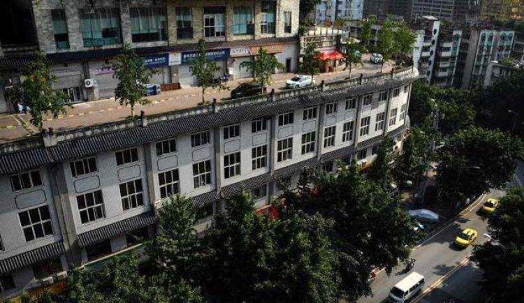 تحول سقف عمارة الى طريق سيارات في الصين