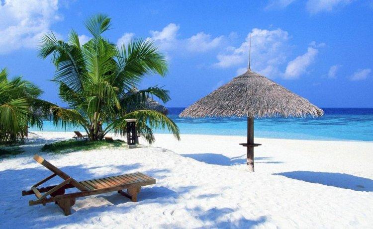 الشواطئ البيضاء في المالديف