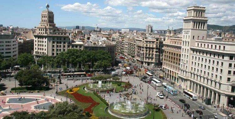 الازدحام في ساحة كاتالونيا برشلونة