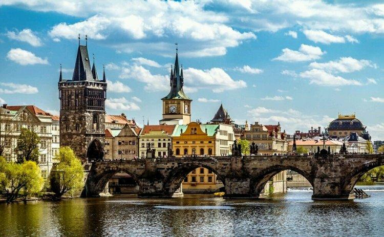 جسر تشارلز في براغ التشيك