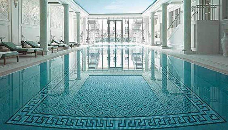 حمام السباحة في فندق شنغريلا باريس