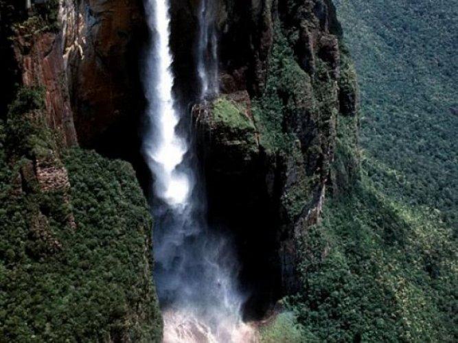 جمال وروعة المنظر والطقس المميز في شلالات انجل
