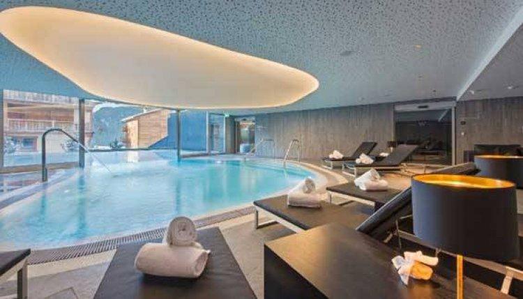 حمام السباحة في فندق دبليو فاربير، سويسرا