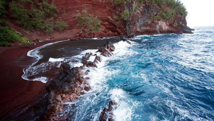 شاطئ الرمال الحمراء في هاواي