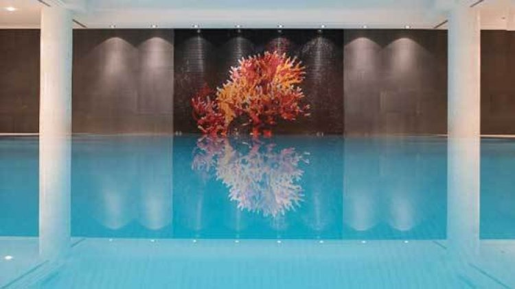 حمام السباحة في فندق تشالز، ميونخ