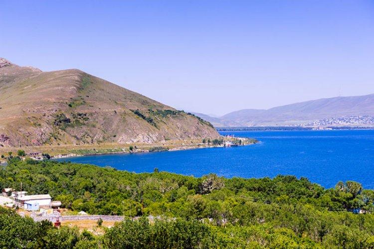 بحيرة سيفان في ارمينيا
