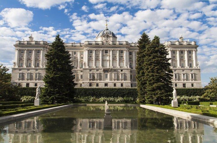 القصر الملكي مدريد