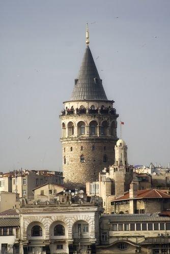 العمود المزخرف على سطح برج غلطة