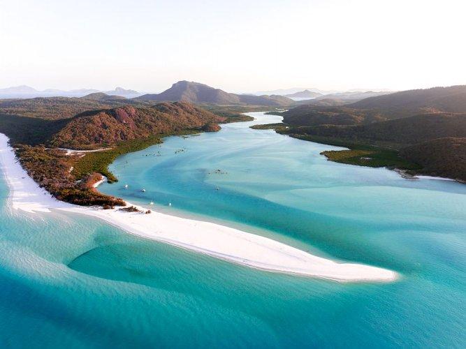 شاطئ الجنة البيضاء في استراليا