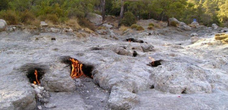 ظاهرة الصخور المشتعلة منذ الاف السنين لم تنطفئ حتى الان