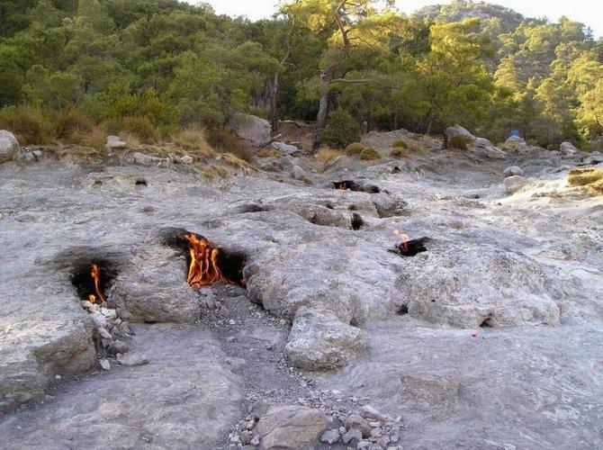 صخور تركيا المشتعلة من الاف السنين بجبل النار