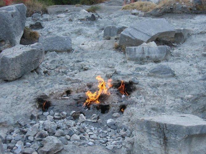اغرب صخور في العالم مشتعلة منذ الاف السنين في تركيا