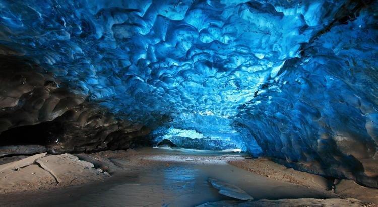 كهف مندنهال الجليدي Mendenhall Ice Cave