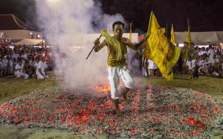 السير على النار في الهند
