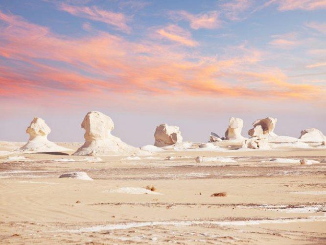 الصحراء البيضاء في الغروب