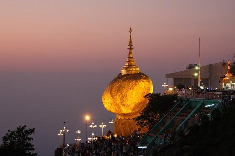الصخرة الذهبية في بورما