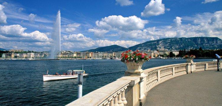بحيرة ونافورة العاصمة السويسرية جنيف - معلم سياحي