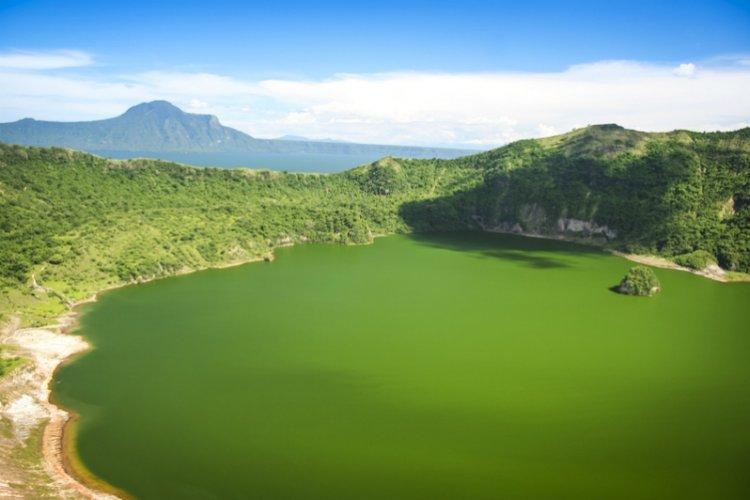 بحيرة تال في الفلبين