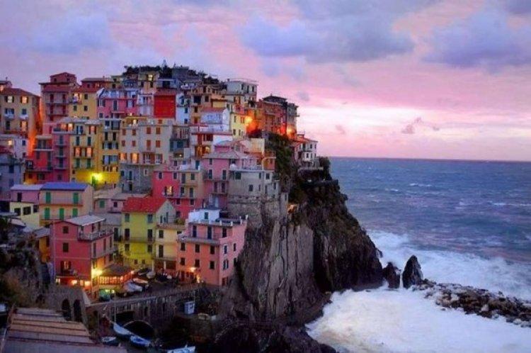 معالم مدينة بوسيتانو التي تقع علي ساحل أمالفي في ايطاليا