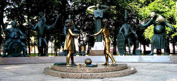 تماثيل الصغارهم ضحايا الكبار