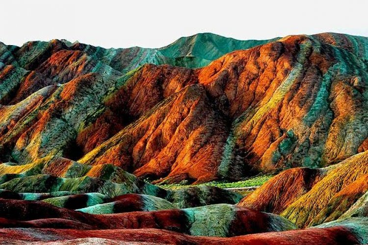 جبال الصين الملونة احد عجائب الطبيعة
