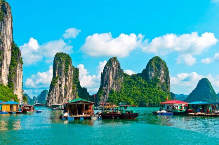 خليج هالونج احد معالم فيتنام