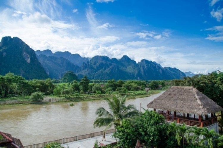 فانغ فينغ في لاوس