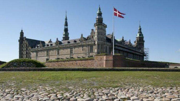 """قلعة كرونبورغ  """" القلعة التي وقع فيها هاملت """"  كوبنهاجن في الدنمارك"""